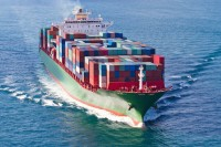 Tα containerships σε 1ο πλάνο